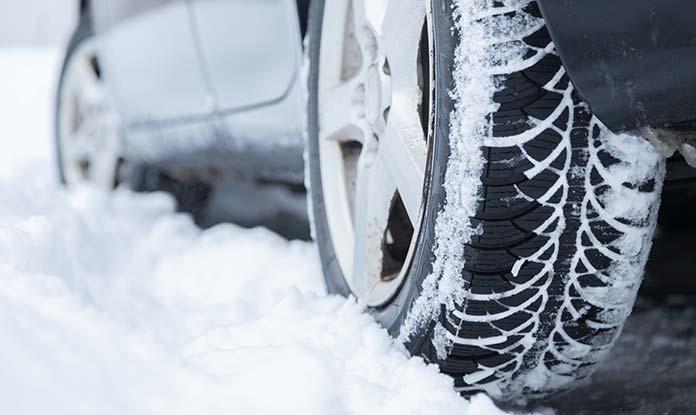 Testy doporučují zimní přezutí bez kompromisů